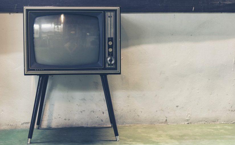 Wieczorny odpoczynek przed telewizorem, czy też niedzielne serialowe popołudnie, umila nam czas wolny ,a także pozwala się zrelaksować.